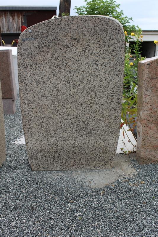 Nr. 201; 70 x 110 x 15 cm     Granit hell