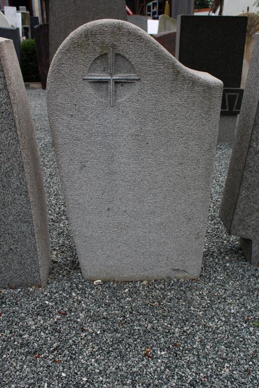 Nr. 209; 54 x 95 x 20 cm, heller Granit