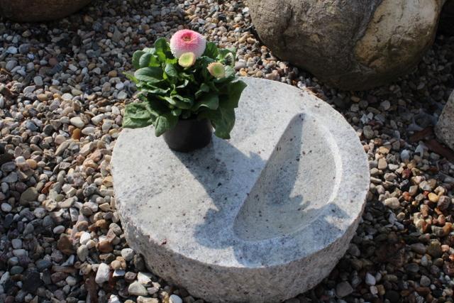 Vogeltränke, heller Granit, 10 x 35 cm