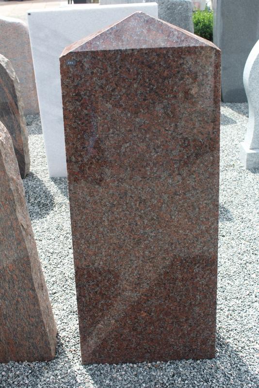 Nr. 254; 40 x 105 x 15cm, roter Granit